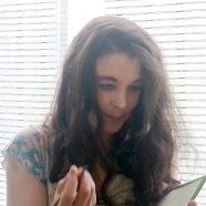 Silke Scheuermann beim Signieren