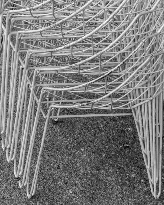 Stühle auf dem Energiebunker