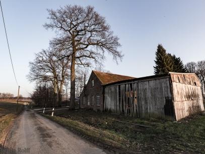 Die alte Zimmerei liegt weitab von Klein Reken zwischen den Feldern
