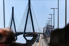 Köhlbrandbrücke durch ein Busfenster
