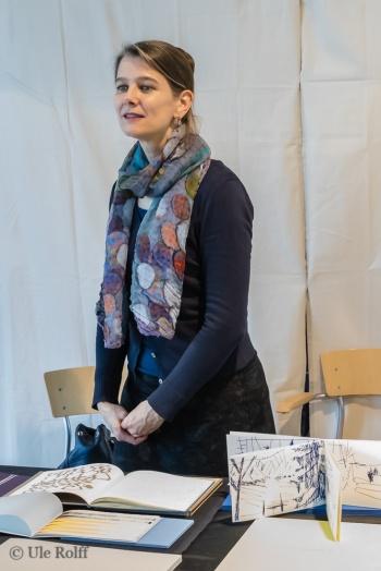Buchkünstlerin Anna Helm mit einigen ihrer Werke auf der BuchDruckKunst 2018, Museum der Arbeit, Hamburg,