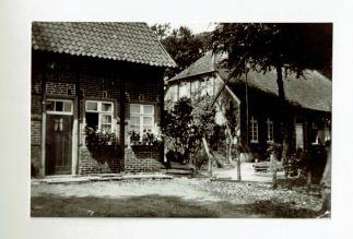 Altes Lehrerhaus und Pfarrhaus an der Dorfstraße Old Teacher's House and Rectory on Dorfstraße