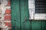 Es bleibt ein Geheimnis, welche Schätze dieses Gitter schützt. - It remains a mystery what treasures this lattice protects.