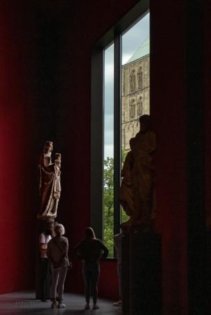 Ausblick über Madonna auf den St.Paulus-Dom (1264 geweiht) in Münster - Maria hier ohne die zehn Apostel, um 1370/74